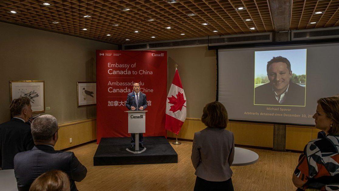 Канадцам вынесли приговоры в Китае