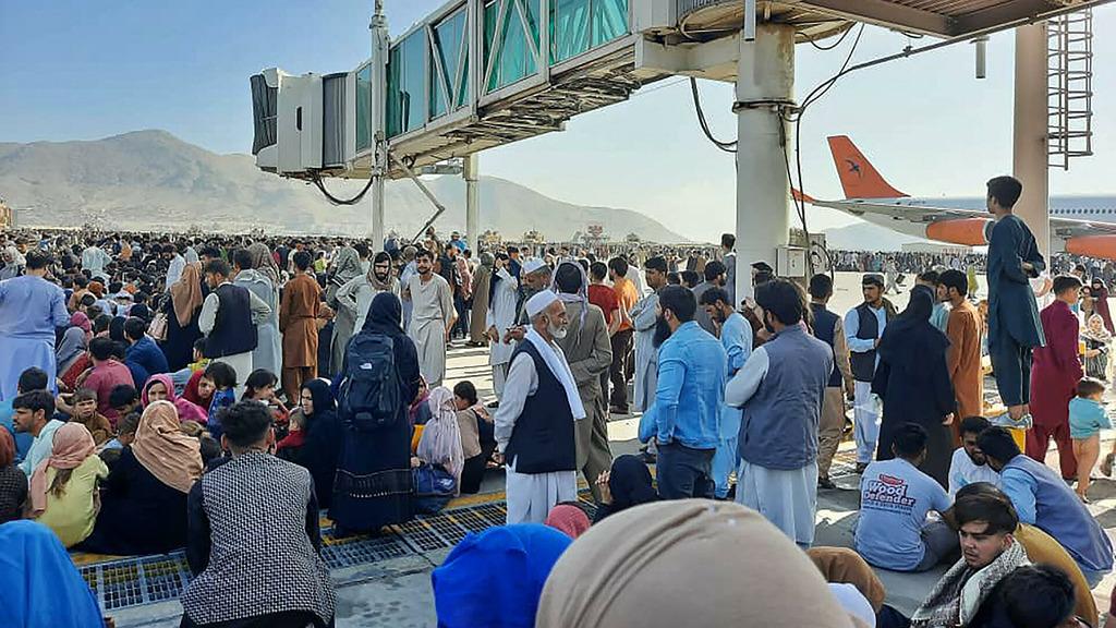 аэропорт Кабула, беженцы