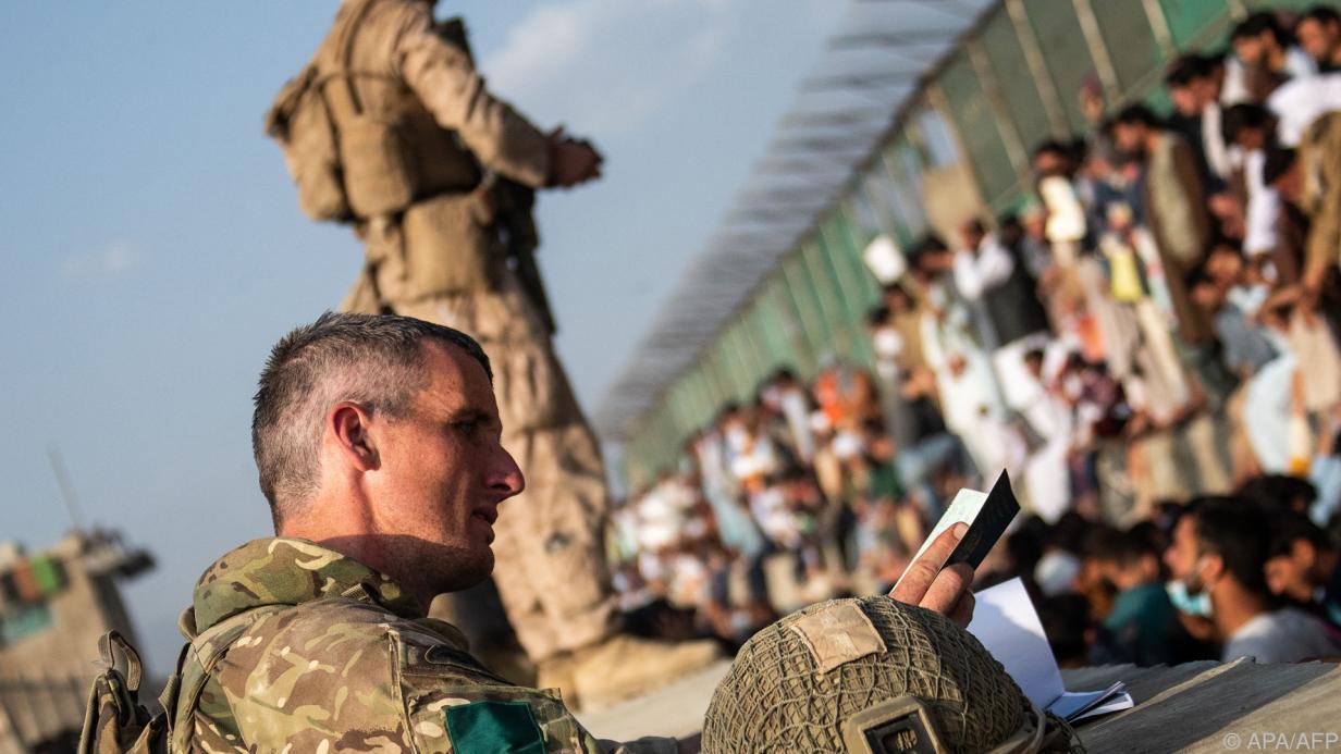 солдаты НАТО в аэропорту Кабула