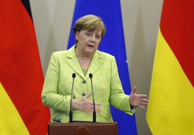 Меркель наградили за остановку вторжения России на Украину