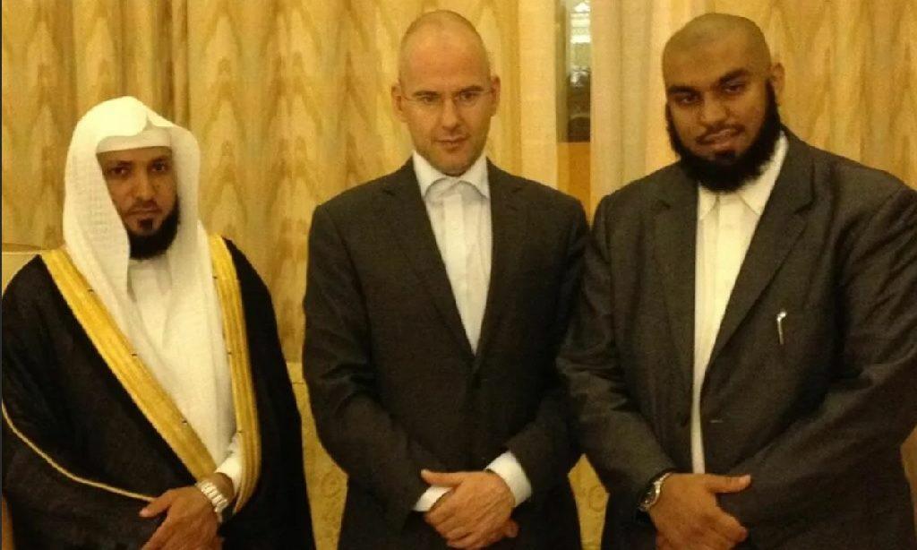 голландский политик-исламофоб принял ислам